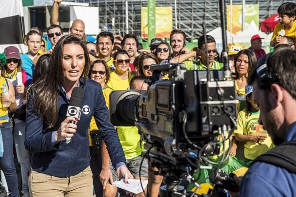 Glenda Koslowski ancora o Esporte Espetacular direto do parque (Foto: Globo)