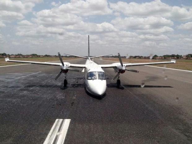 Avião de pequeno porte quebra e pista do aeroporto de Teresina é interditada (Foto: David Vale)