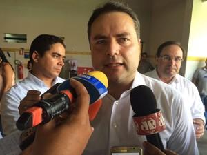 Governador Renan Filho esteve presente na inauguração da Escola Estadual Anísio Teixeira (Foto: Carolina Sanches/G1)