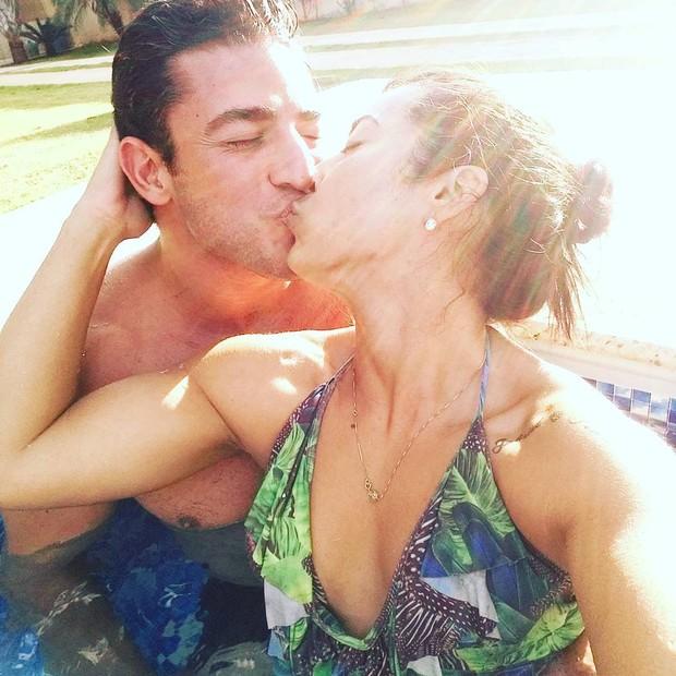 João Reis e Priscila Pires (Foto: Reprodução / Instagram)