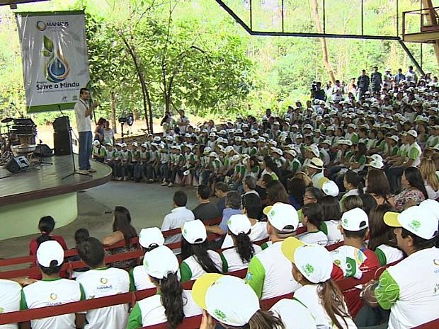 Alunos de dez escolas públicas localizadas no entorno do igarapé em agentes multiplicadores (Foto: TV Amazonas/Reprodução)
