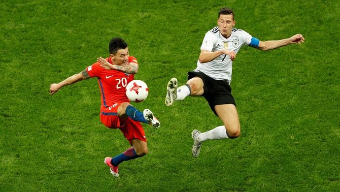 Aránguiz e Draxler, Alemanha x Chile (Foto: REUTERS/John Sibley)