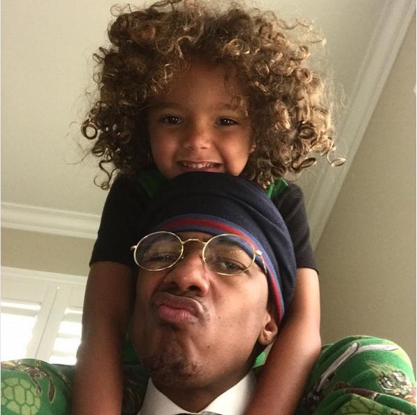 Nick Cannon com seu filho com a cantora Mariah Carey (Foto: Instagram)