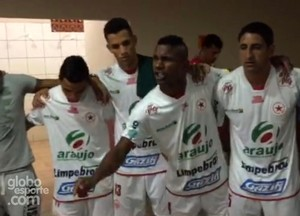 Carciano discursa no vestiário do Rio Branco antes da final do Acreano 2015 (Foto: Reprodução/GloboEsporte.com)