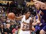 Lakers dominam, superam Suns e emplacam terceira vitória seguida