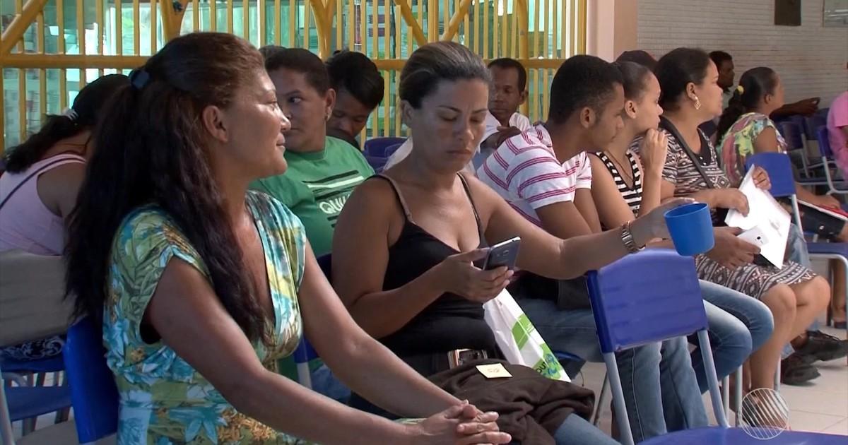 Resultado de imagem para fila de estudantes em porto seguro no colegio modelo