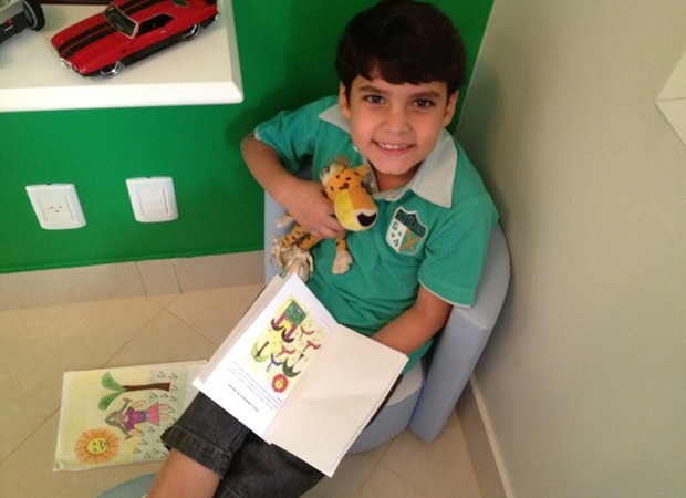 Alexandre Raizer Landim Silva, autor do livro sobre a princesa de bigode, em Goiânia (Foto: Gabriela Lima/G1)