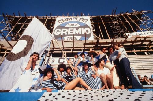 Foto (Foto: A Coligay no estádio Olímpico, em 1979: torcida contra a homofobia/Divulgação/Ricardo Chaves)