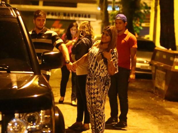 Preta Gil com o namorado, Rodrigo Godoy, em bar na Zona Sul do Rio (Foto: Marcello Sá Barreto/ Ag. News)