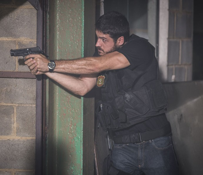 Danta começa missão contra criminosos (Foto: Fabiano Battaglin/Gshow)