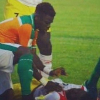 Serge Aurier salva a vida de Moussa Doumbia (Foto: Reprodução / Youtube)