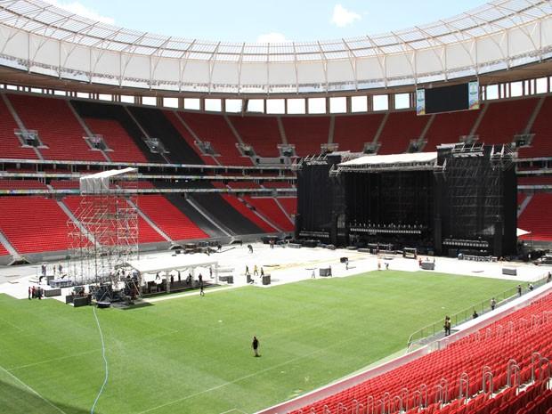 Montagem do palco para o show de Paul McCartney no Estádio Mané Garrincha (Foto: Vianey Bentes/TV Globo)