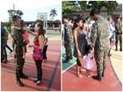 Pais militares reencontram filhos em RR após 25 dias em missão no AM