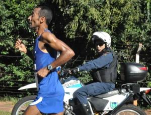 João da Bota vence prova dos 10 km na 4ª etapa do Circuito Caixa (Foto: Aliny Mary Dias/GLOBOESPORTE.COM)