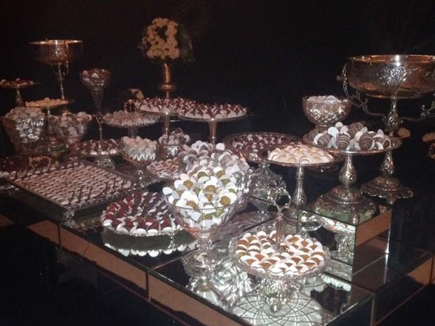 Mesa de doces da festa de 50 anos do sertanejo Marrone Goiânia Goiás (Foto: Sílvio Túlio/G1)