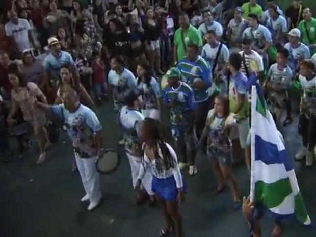 Músicos preparam agora samba de enredo  (Foto: Reprodução/TV Tribuna)