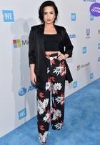 Look do dia: Demi Lovato usa modelito estiloso em evento na Califórnia