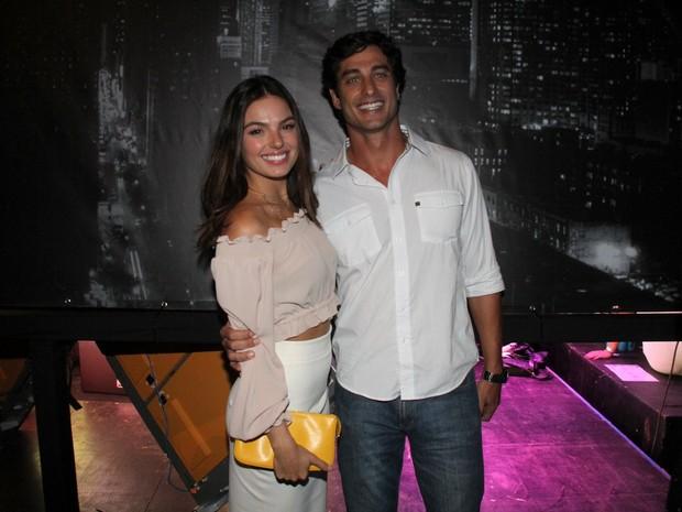 Isis Valverde e o namorado, André Resende, em festa na Zona Sul do Rio (Foto: Thyago Andrade/ Brazil News)