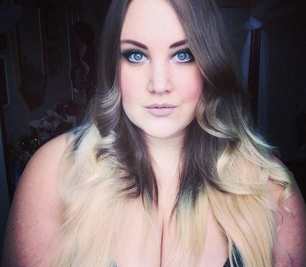 Com dicas de moda e maquiagem, perfil de Courtney Mini reúne quase 25 mil seguidores do Instagram (Foto: Reprodução / Instagram)