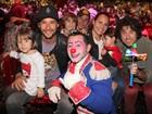 Rodrigo Santoro e Eriberto Leão levam família ao circo