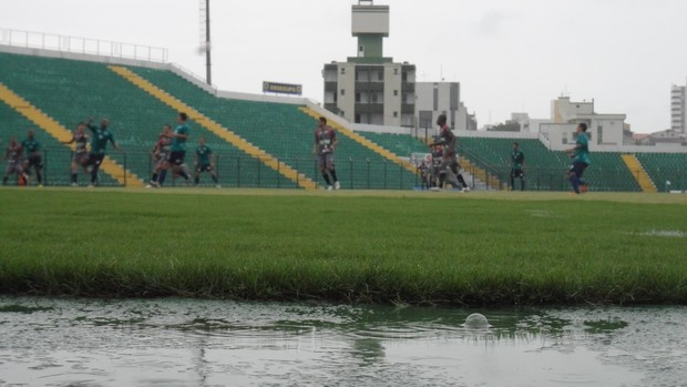 Jogo-treino entre Figueirense e Novo Hamburgo, no Orlando Scarpelli (Foto: João Lucas Cardoso)