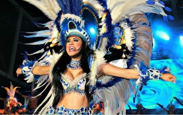 Rainha do folclore do Caprichoso, Brena Dianná, no 'Vamos Brincar de Boi' (Foto: Camila Henriques /G1 AM)