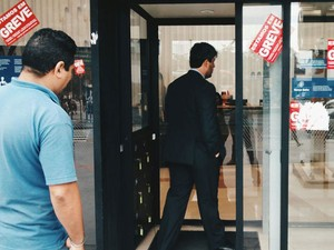 Bancários de 24 estados e do DF voltaram ao trabalho na manhã desta terça (27) (Foto: Marcelo Brandt/G1)