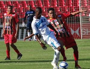 Leandrinho CSA (Foto: Viviane Leão/GLOBOESPORTE.COM)