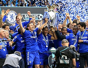 Jogadores do Chelsea comemoram título do campeonto inglês (Foto: agência Reuters)