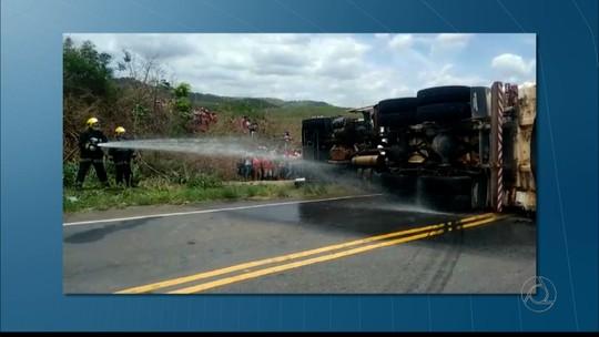 Acidente entre caminhões e moto deixa dois mortos e 3 feridos na PB