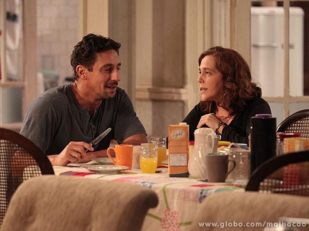 Ronaldo e Vera tomam café da manhã juntos na nova casa velha!  (Foto: Malhação/TV Globo)