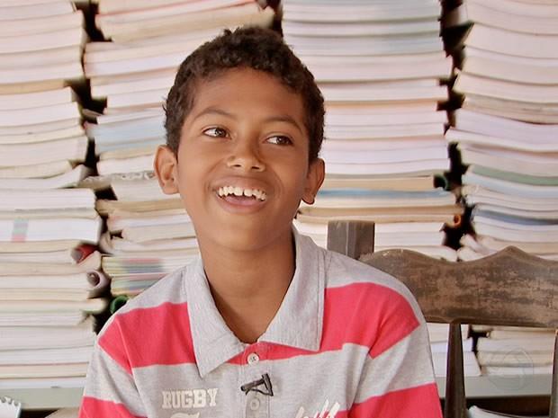 Jefferson Gabriel da Silva Melo sonha em construir uma biblioteca no Distrito de Bonsucesso (MT). (Foto: Reprodução/TVCA)