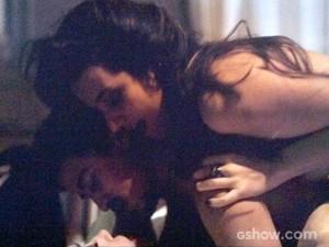Maria Angélica e Mirna curtem a noite com Alain (Foto: O Rebu / TV Globo)