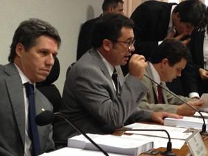 O vice-presidente Paulo Teixeira (PT-SP), o presidente Vital do Rêgo (PMDB-PB) e o relator Odair Cunha (PT-MG) durante sessão administrativa da CPI do Cachoeira (Foto: Mariana Gurgel / G1)