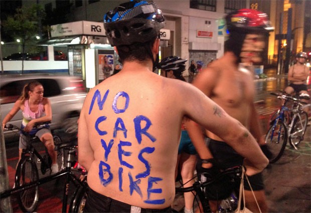 Ciclistas nus na Avenida Paulista participam do World Naked Bike Ride  (Foto: Cauê Fabiano/G1)