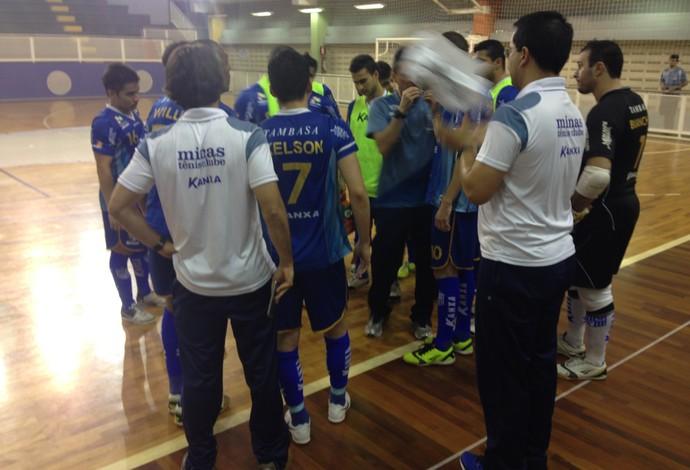 Jogadores do Minas terminaram o Campeonato Metropolitano de Futsal em segundo lugar (Foto: Assessoria MTC)