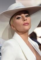 Lady Gaga abusa no decote do tapete vermelho do American Music Awards