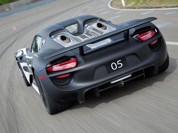 Porsche 918 Spyder inova por ser um superesportivo híbrido plug-in (Foto: Divulgação)