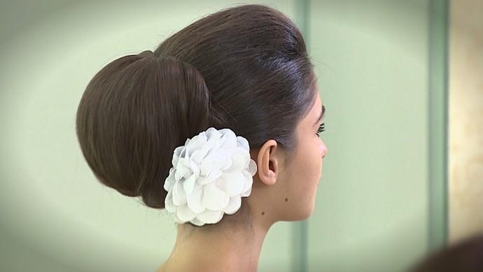 Aprenda a fazer penteados ornamentais (Foto: TV Sergipe)