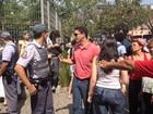 PM aparta discussão entre petistas e tucanos em colégio eleitoral