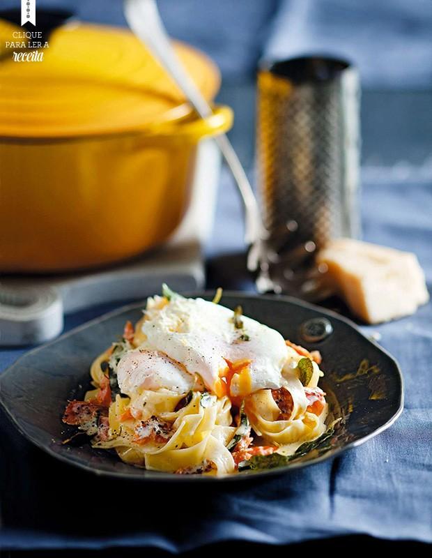 Massa com ovo poché, salmão defumado e sálvia crocante: combinação elegante e saborosa, que você prepara rapidinho  (Foto: StockFood / Gallo Images Pty Ltd.)