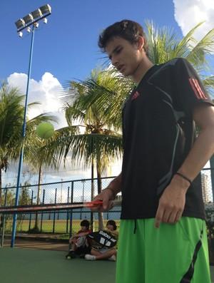 Promessa do tênis, Athila Rauch se prepara para carreira internacional (Foto: Hugo Crippa/GLOBOESPORTE.COM)