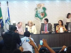 Roberto Cláudio assinou convênio que autorizou a circulação dos carrinhos em Fortaleza (Foto: Gioras Xerez/G1 Ceará)