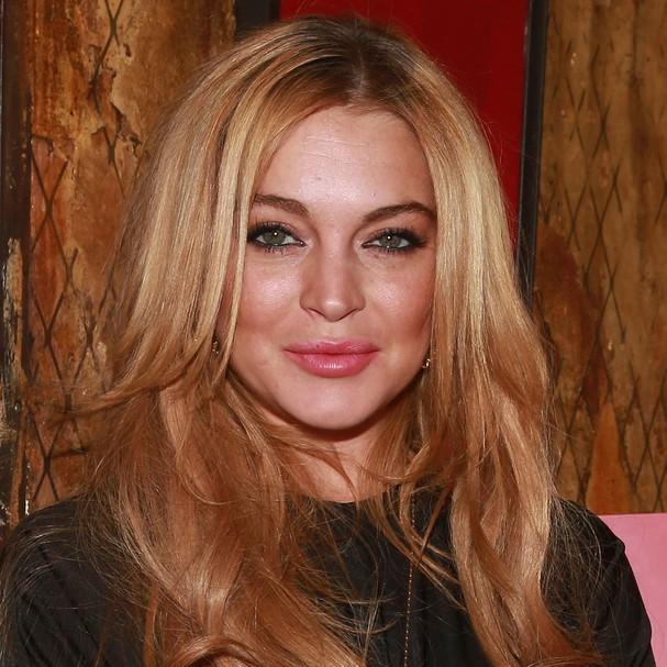Quando Lindsay Lohan foi acusada de roubar um colar que custava 5,5 mil reais, ela alegou que havia sido um empréstimo. Para a dona da loja, atriz tinha levado a jóia por acidente e acreditava que a devolveria, o que não aconteceu (Foto: Getty Images)