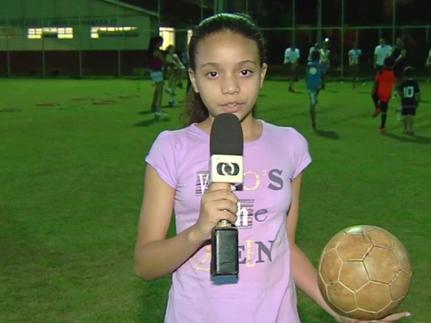 Iviny Santos, 10, brincou de pique pega no bairro em que mora em Goiânia, Goiás (Foto: Reprodução/TV Anhanguera)