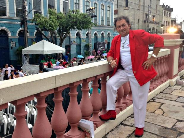 Cantor Nunes Filho se apresentou no pré-show do 'Glorioso', junto a outros artistas amazonenses (Foto: Jamile Alves/G1 AM)