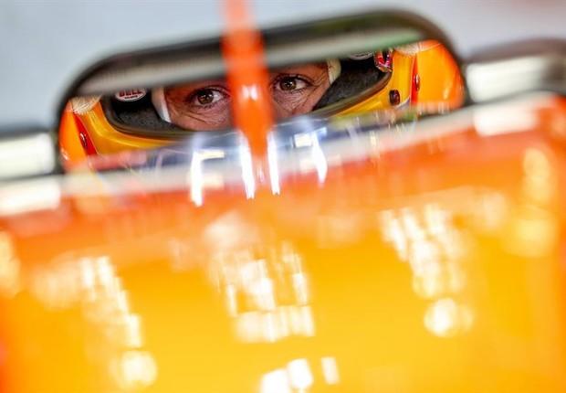 Fernando Alonso dirige McLaren Honda (Foto: EFE/DIEGO AZUBEL)