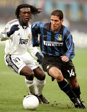 Seedorf com o Simeone (Foto: Getty Images)