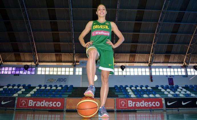 Débora Costa armadora seleção feminina de basquete (Foto: Danilo Sardinha/GloboEsporte.com)
