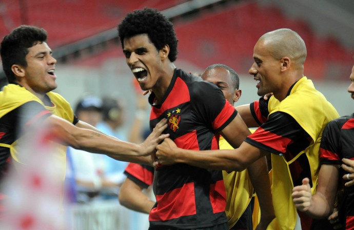 Éwerton Páscoa sport (Foto: Aldo Carneiro / Pernambuco Press)